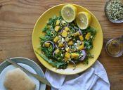 Ensalada de verano con mago, palta y frutos secos