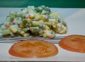 Cómo preparar una ensalada rusa vegana