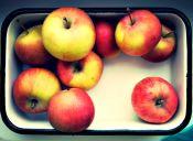 Postre al microondas: manzanas bañadas en chocolate