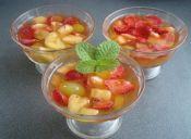 Prepara gelatina con fruta natural