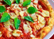 Pizza en masa de zanahoria con queso vegano