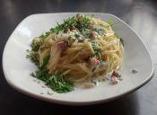 Spaguetti en salsa de perejil y tocino