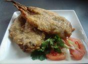 Pescado frito rebozado en orégano y especies