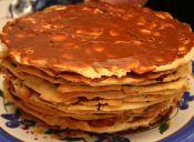 Torta de hojas con manjar y dulce de frambuesa