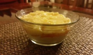 Hacer gelatina de yogurt con duraznos y crema pastelera