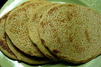   Prepara panqueques de harina de garbanzo