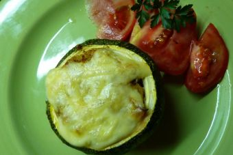   Zapallitos redondos rellenos con verduras y quínoa