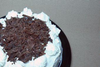 Cómo hacer una torta de paqueques con crema, mermelada de mora y manjar