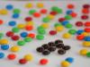 Cosas de loca: ordenar los dulces por color