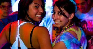 Sacrificio de amigas: bailar con el feo