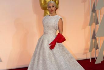 El desacertado accesorio que utilizó Lady Gaga en los Oscars