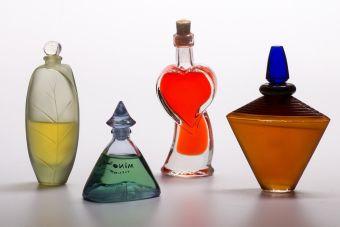 Cosas de loca: coleccionar envases de perfumes