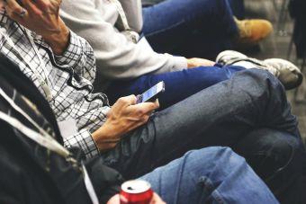 Hispanos en EE.UU. siguen atrás en la penetración de Internet