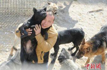 Conoce a Wang Yan, el millonario que lo ha dado todo por los perros