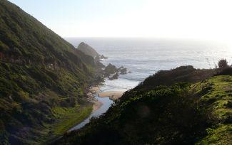 5 playas tranquilas para relajarse cerca de Santiago