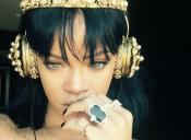 ¿Cuánto cuestan los lujosos audífonos que usa Rihanna?