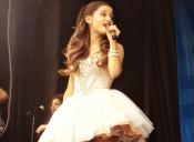 Escucha el nuevo estreno de Ariana Grande ¡Especial para navidad!