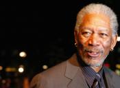 Morgan Freeman leyendo la letra de