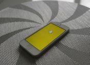 10 famosos que DEBES seguir en Snapchat