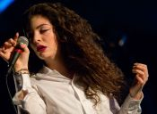 Escucha acá la canción que Lorde hizo para