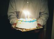 Mención Honrosa para los papás que te sorprenden en el día de tu cumpleaños