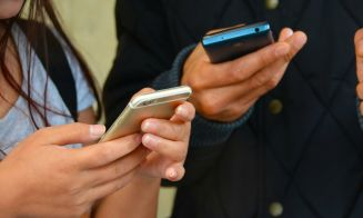 Escolares con mayor cantidad de amigos en Internet son los que más solos se sienten