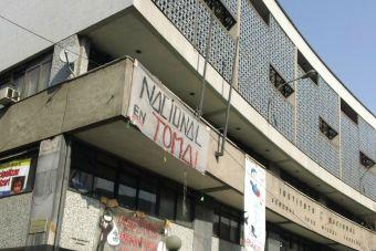 Carabineros desalojó esta mañana el Instituto Nacional y el Liceo Amunátegui