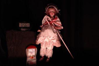 Streaming graba las 24 horas del día a muñeca presuntamente poseída por una niña de 13 años