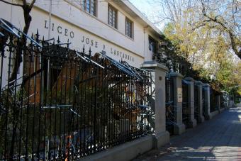 Municipalidad de Providencia aclara que no ordernará desalojos en sus liceos
