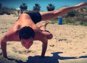 El yoga también la lleva entre los hombres