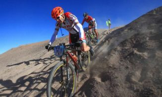 Ciclistas chilenos Gonzalo Aravena y Evelyn Muñoz campeones Atacama Challenger 2016