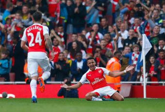 Alexis Sánchez anota 2 golazos en triunfo de Arsenal sobre el Manchester United