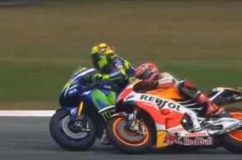 [Video] Valentino Rossi patea a Marc Márquez