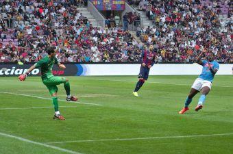 Lesión de Claudio Bravo genera preocupación en Barcelona