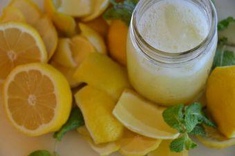 7 sorprendentes beneficios de tomar limonada