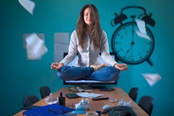 5 beneficios de hacer yoga para quienes trabajan