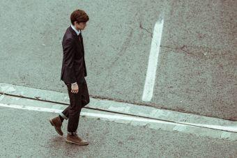 Estudio dice que caminar es más efectivo que ir al gimnasio