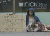 Experimento social: Vagabundo drogadicto vs Vagabundo que pide para su familia