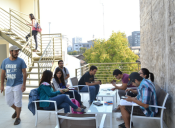 Jóvenes chilenos emprenden con foco en estudiantes y emprendedores extranjeros
