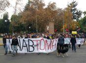 Estudiantes realizaron ayer marchas y tomas de sedes de partidos políticos
