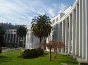 Entre payas y libros Biblioteca de la UdeC y estudiantes celebran este 18