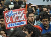 Estudiantes funan sesión del Consejo Consultivo para la Reforma Electoral