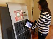 Universidad instala máquina expendedora de iPads para sus estudiantes