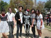 Alta convocatoria recibe nueva versión de la Zombiewalk Santiago