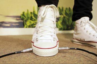Converse lanza zapatillas de lona que incluyen un pedal para guitarristas