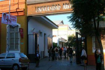 Mineduc confirmó cierre de U. Arcis y estudiantes se trasladarán a la U. de Chile