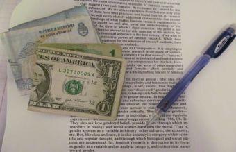 ¿Se puede estudiar en el extranjero sin tener una beca?