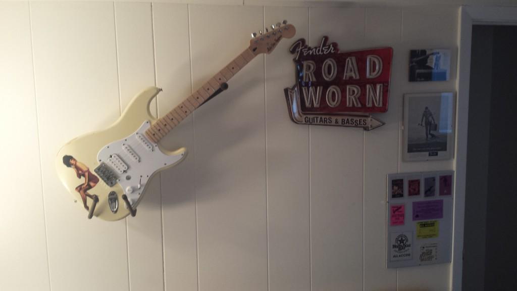String Swing Electric Guitar Wall Hanger | Musician\'s Friend