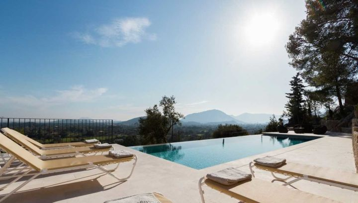 Example of a luxury villa holiday