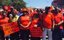 Cosatu president Sdumo Dlamini (second right) leads a march against state capture and corruption in Durban on 27 September 2017. Picture: Ziyanda Ngcobo/EWN.